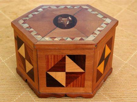 Cofanetto esagonale artigiano del legno e restauratore for Portaritratti legno